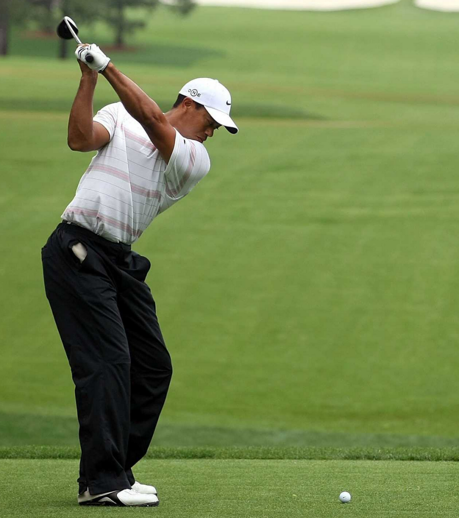 tiger-woods-swing-straight-elbow